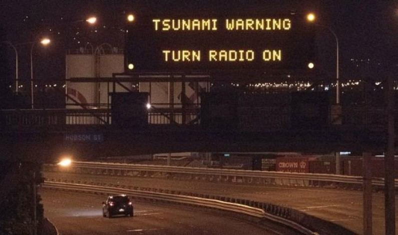 Two dead after NZ quake, residents flee tsunami