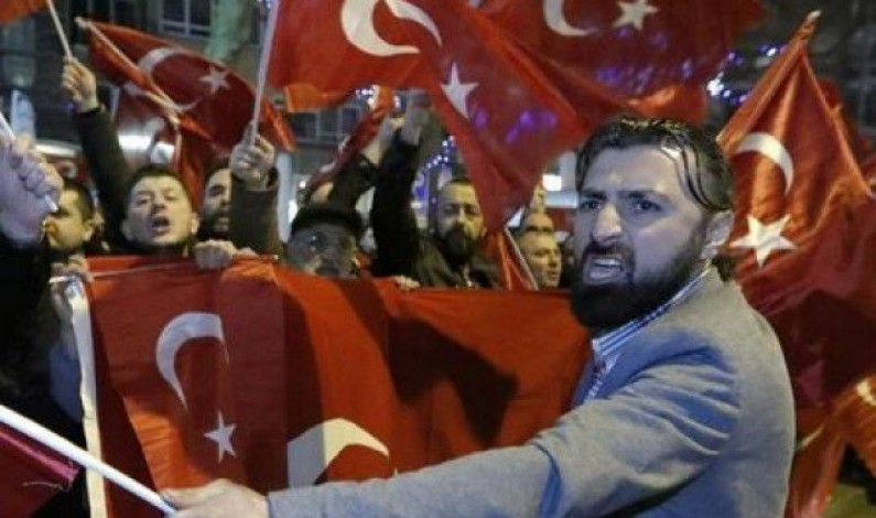Netherlands bars Turkish ministers as rally dispute escalates