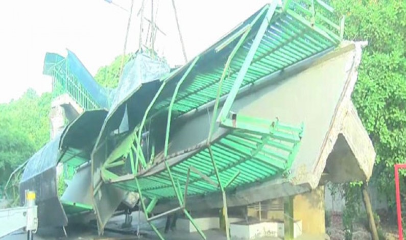 Overhead bridge collapses on Lahore Canal road