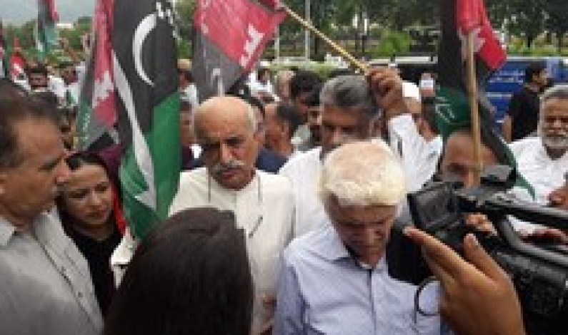 Opposition parties hold protest against 'rigging' outside ECP in Islamabad