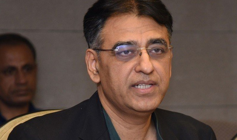 Govt not to artificially control rupee value: Finance minister
