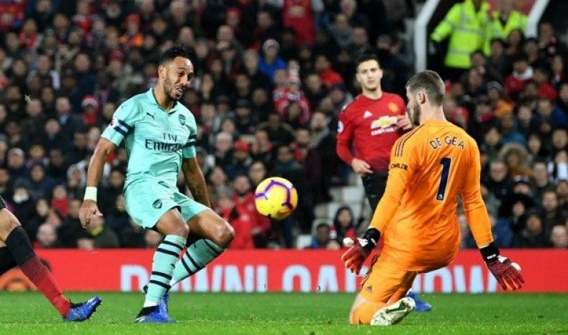 Arsenal extend unbeaten run despite United draw