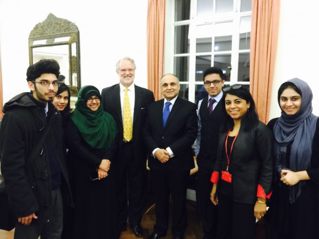 Syed Ibne Abbas, Pakistan High Commissioner to the UK in a group photo with LSE alumni and students from Pakistani at South Asia Centre on 16-2-2016