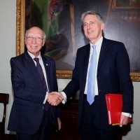 Mr Sartaj Aziz, Adviser to the Prime Minister on Foreign Affairs shaking hand with Mr. Philip Hammond, British Foreign Secretary at FCO in London on 20-4-2016