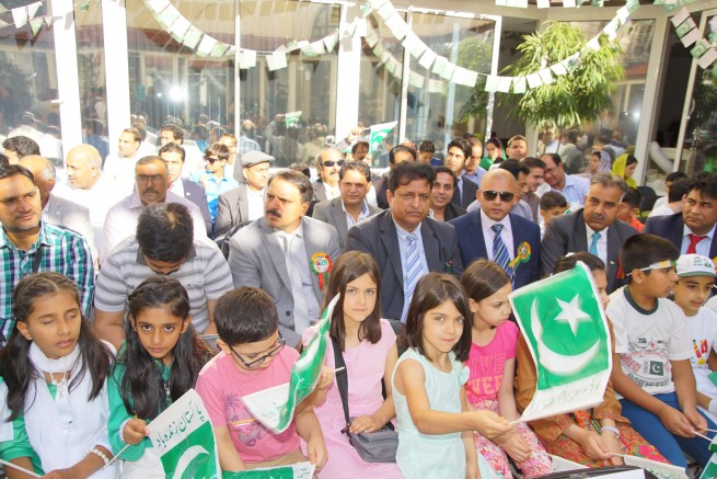 Participants of Pakistan Day celebrations in Paris with Pakistani flags