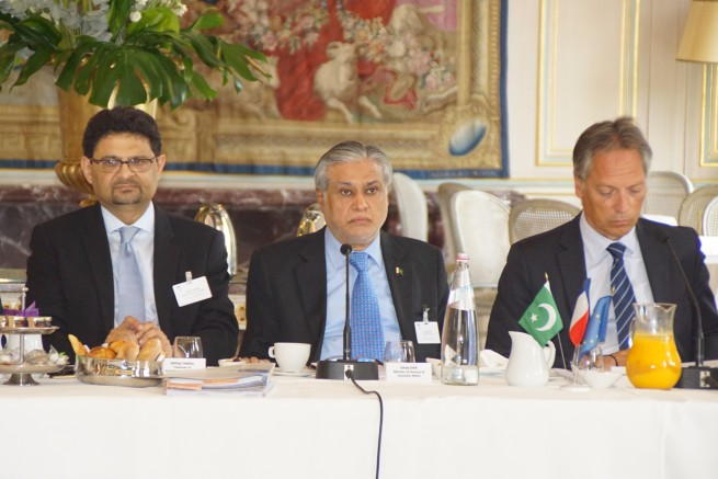 Federal Minister for Finance, Mr. Ishaque Dar speaking at French business Forum, NEDEF in Paris on September 13, 2016. Chairman Board of Investment Mr. Miftah Ismael is also seen.