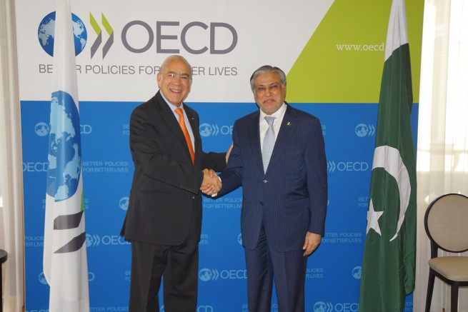 Handsake with OECD Secretary General