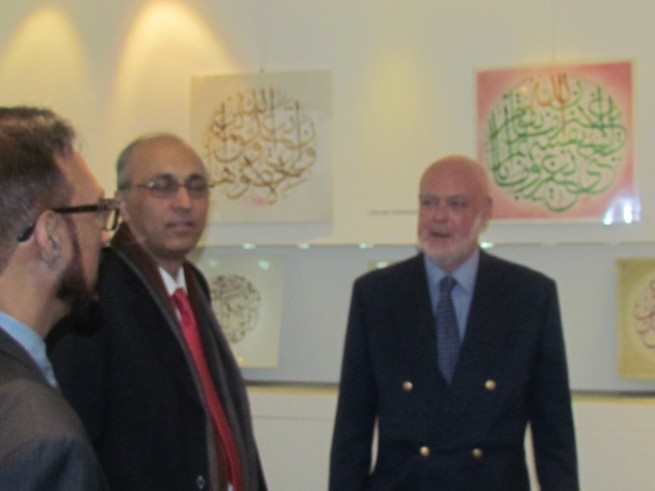 The Ambassador of Pakistan to France Mr. Moin ul Haque visiting the calligraphic exhibition of Pakistani artist Mr. Khalid Mahmood Siddiqui in a local art gallery in Paris, France Paris, today (28th October, 2016)