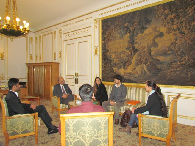 The ambassador of Pakistan Moin ul Haque is talking to Dr. Aurore Didier, Head of French Archaeological Mission in the Indus Basin (MAFBI) who called on him in embassy of Pakistan in Paris yesterday (29th Nov, 2016).