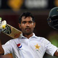 Fighting Pakistan resist Australia's victory drive