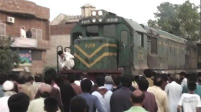 Girl, boy commit suicide by jumping in front of train in Gujranwala