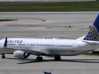 A United Airlines plane with the Continental Airlines logo on its tail, taxis to the runway at O'Hare International airport in Chicago. PHOTO: REUTERS