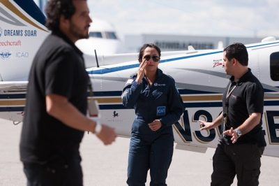 Shaesta Waiz [C], Afghanistan s first female certified civilian pilot and a recent graduate of Embry-Riddle Aeronautical University, arrives in Montreal, Canada, May 15, 2017 on the third leg of her round-the-world solo flight. PHOTO: AFP