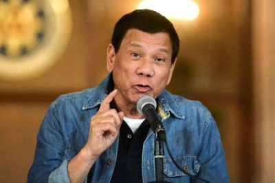 FILE PHOTO: Philippine President Rodrigo Duterte announces the disbandment of police operations against illegal drugs at the Malacanang palace in Manila, Philippines early January 30, 2017. REUTERS/Ezra