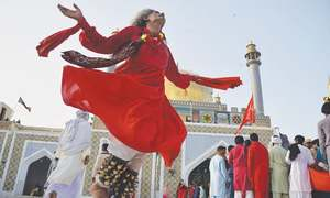 Devotees, throng, Qalandar's, shrine, as, 765th, Urs, begins