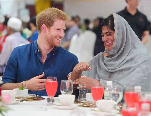 Prince .Harry. has. iftari.with. Muslim. community .in. Singapore