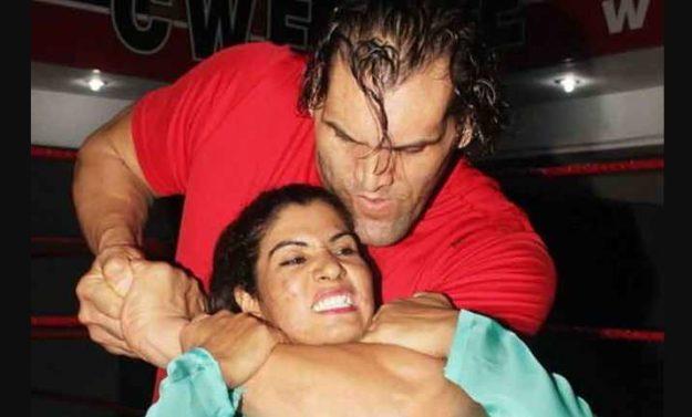 indias-first-female-wwe-wrestler-fights-wearing-shalwar-kameez
