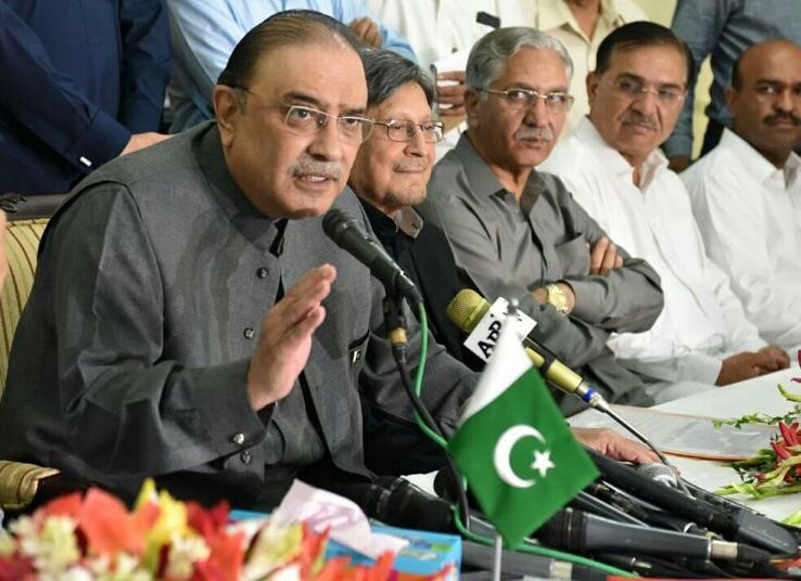 Asif Zardari pays homage to martyrs