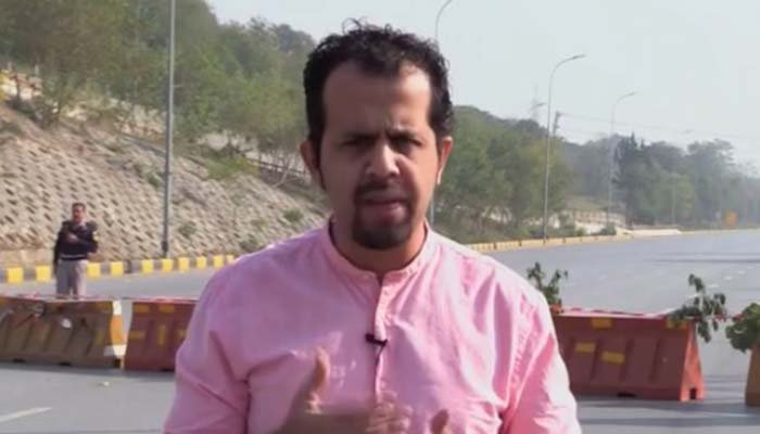 Pakistani journalist working for international media outlets escaped an abduction attempt by armed men in broad daylight