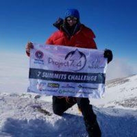 Australian breaks world record with Everest summit