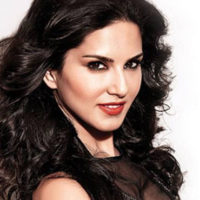 Sunny Leone makes crystal beaded drawing for daughter