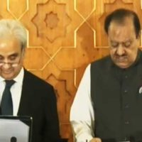 Justice (retd) Nasir-ul-Mulk sworn in as caretaker PM