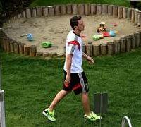 Ozil sparks racism debate in Germany, cheers in Turkey