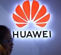 Chinese tech 'wolf' Huawei stalks Apple and Samsung