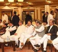 Amid applause and consensus, Imran Khan officially named as PTI nominee for PM