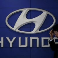Hyundai signs deal to sell 1,000 hydrogen-powered trucks