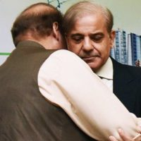 Shehbaz departs for London to bring Kulsoom's body to Pakistan