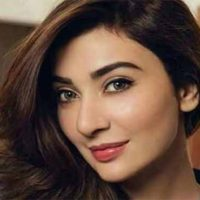 Ayesha Khan to stage comeback in showbiz